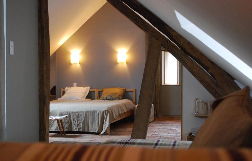 Location Gîte Dans Le Morvan Le Petit Ailleurs - Lit double pour petite chambre